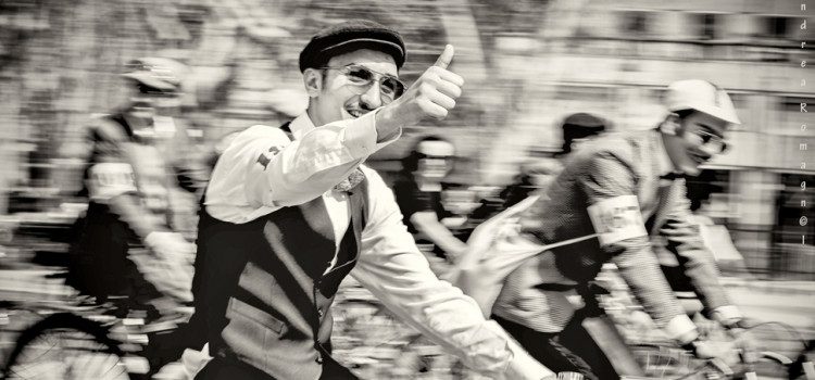 Pedalata tra vintage e beneficenza. Tweed Ride fa tappa a Crespi d'Adda